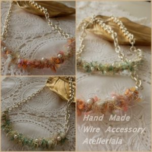 パールと毛糸のネックレス